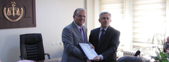 Yönetim Kurulu Başkanı Osman Sarı Mazbatasını Aldı.